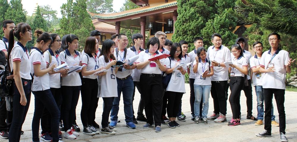 Sinh viên ngành hướng dẫn du lịch trường Việt Giao