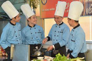 Sinh viên quản trị bếp Việt Giao