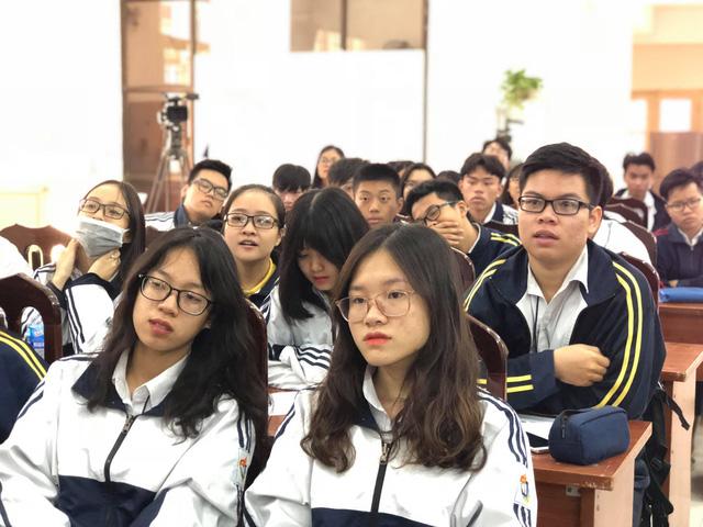 Học sinh trường THPT Việt Đức - Hà Nội tại buổi tọa đàm tư vấn hướng nghiệp