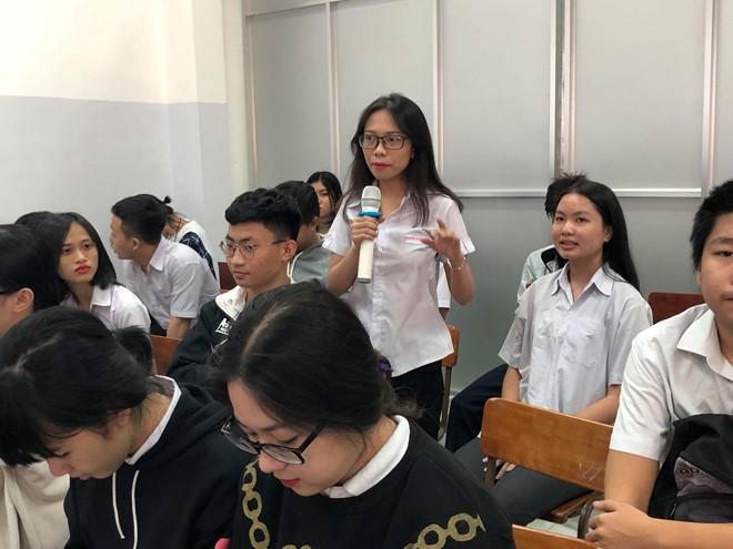 Học sinh Khưu Thị Bích Ngân cho rằng cần có đầu ra cho học sinh học nghề /// B.THANH